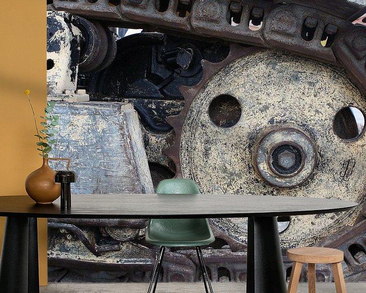 Sfeerimpressie behang: rupsband van een bulldozer van Frans Versteden