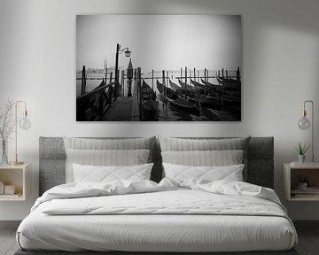 Venezianische Gondeln im Abendlicht von Karel Ham
