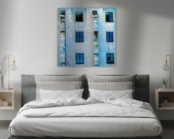 Blaue Version eines schönen Gebäudes in Wissembourg von Hanneke Luit