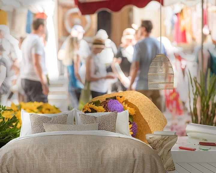 Sfeerimpressie behang: Zonnebloemen en artisjokken op de markt van Jacques Jullens