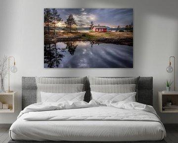 Noors Huisje bij Vaeleren, Noorwegen. van Sem Wijnhoven