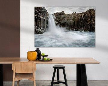 Aldeyjarfoss, la cascade de basalte dans le nord de l'Islande sur Gerry van Roosmalen