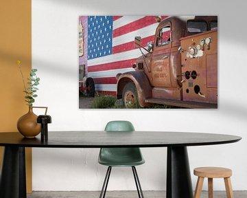 Oude brandweerauto langs de Route 66 van Hans Jansen