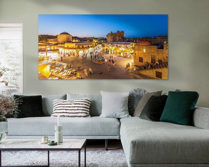 Sfeerimpressie: De oude stad van Rhodos bij nacht van Werner Dieterich