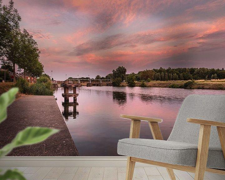Sfeerimpressie behang: foto van een sfeervolle zonsongang aan de sluizen van de  rivier de leie in Menen, West-Vlaanderen,  van Fotografie Krist / Top Foto Vlaanderen