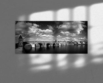 Sint Servaas brug Maastricht, zwart wit van Pascal Lemlijn
