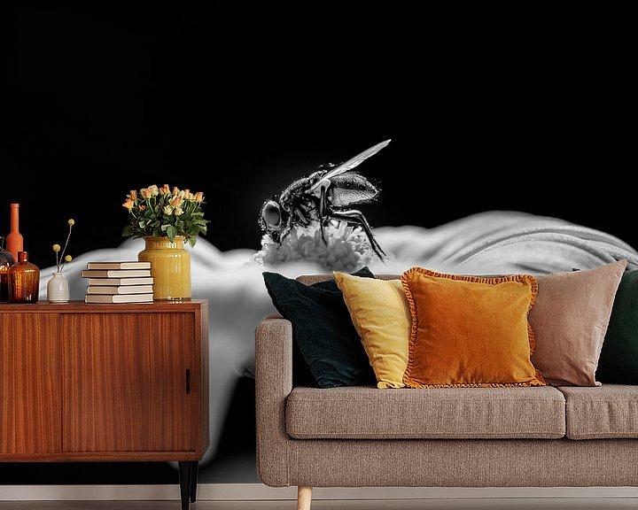 Sfeerimpressie behang: Vlieg op een bloem van Mark Bolijn