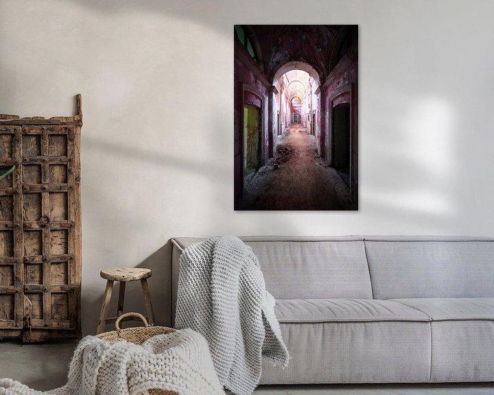 Beispiel: Verlassener Korridor im Zerfall. von Roman Robroek