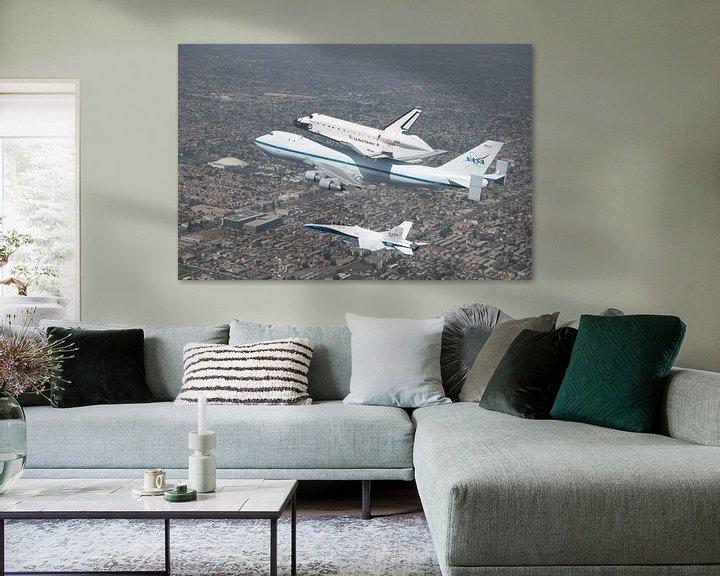 Sfeerimpressie: Spaceshuttle on Boeing above Kennedy Space center. van Brian Morgan