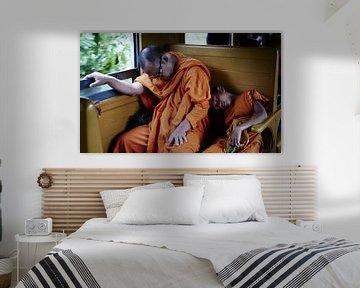Thaise monnikken in de trein van Karel Ham
