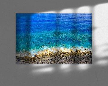 Strand en helder blauw water op het eiland Madeira van Sjoerd van der Wal
