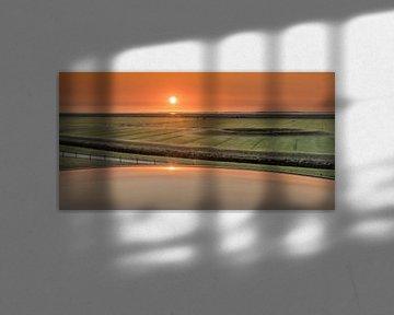 Zonsondergang boven het Noorderleeg in Friesland van Harrie Muis