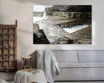 """Het beroemde """"Wormhole"""" in Inishmore, Aran Islands, Ierland van Tjeerd Kruse"""