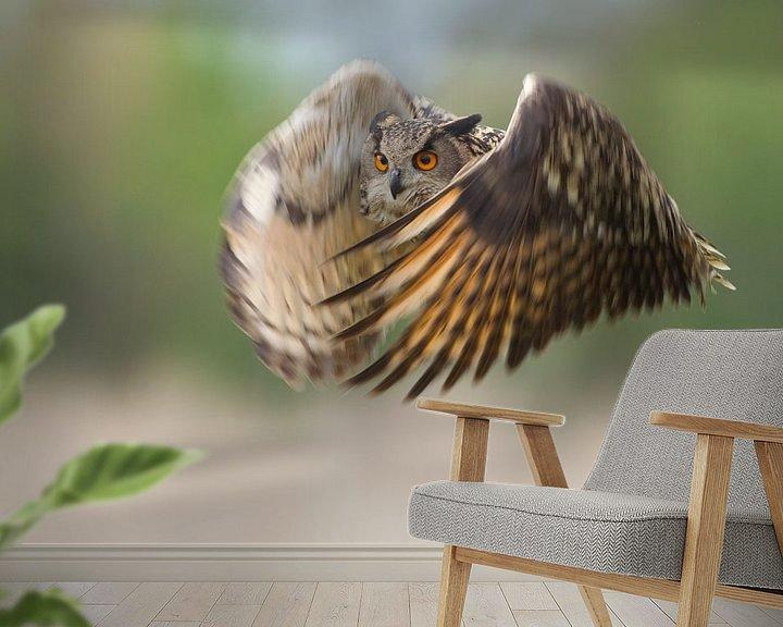 Sfeerimpressie behang: Oehoe in vlucht van Jeroen Stel