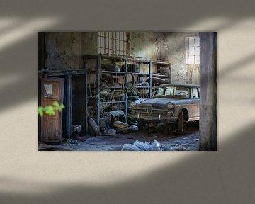 Garage abandonné II sur Leo van Valkenburg