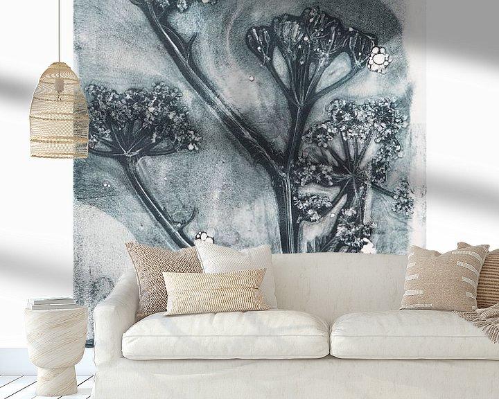 Sfeerimpressie behang: Botanische planten en bloemen afdruk Fluitenkruid  (gezien bij vtwonen) van Angela Peters