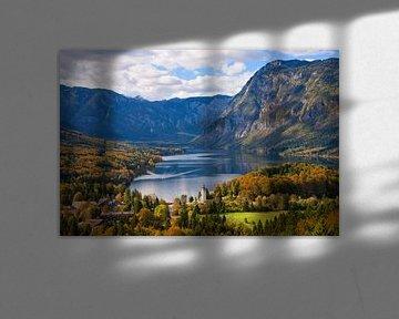 Paysage avec le lac Bohinj en automne en Slovénie sur iPics Photography