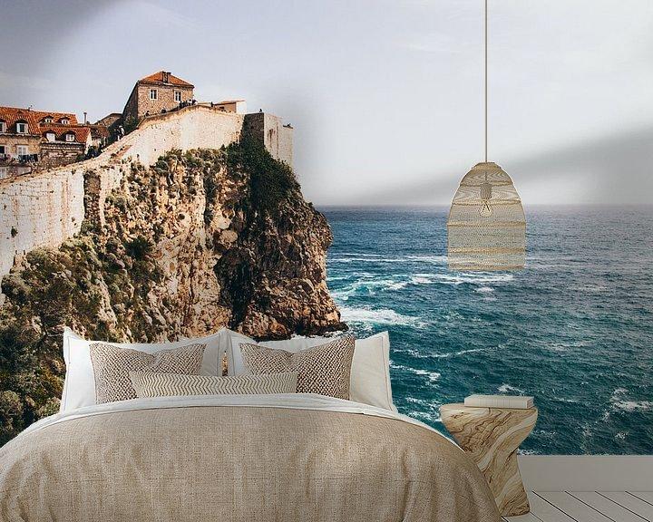 Sfeerimpressie behang: De muur van Dubrovnik van Jessie Jansen