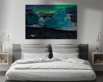 Nordlicht und blaues Eis auf Island von Gert Hilbink