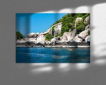 Zeekajakken langs de kust van Kho Tao