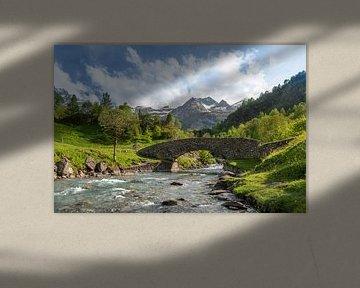 Berglandschap met sneeuwbergen in de Pyreneeën