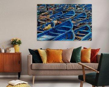 Blauwe sloepen in vissersdorp Essaouira