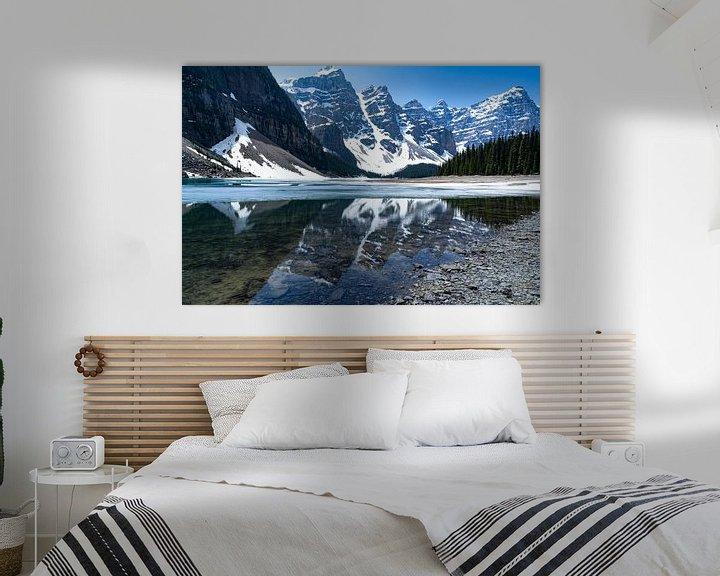 Sfeerimpressie: Lake Moraine and some of The Ten Peaks van Floris van Woudenberg