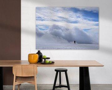 Wolkendek bij gletsjer in IJsland van Susan Dekker