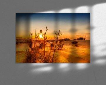 Zonsondergang over White Sands National Monument van Melanie Viola