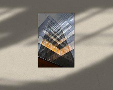 Reflectie in  Schielandtoren / Bulgersteijn. van Dick Kattestaart