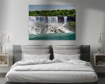 De American Falls en Bridal Veil Falls in de Niagarawatervallen op ooghoogte van de Niagara rivier van Ed Steenhoek