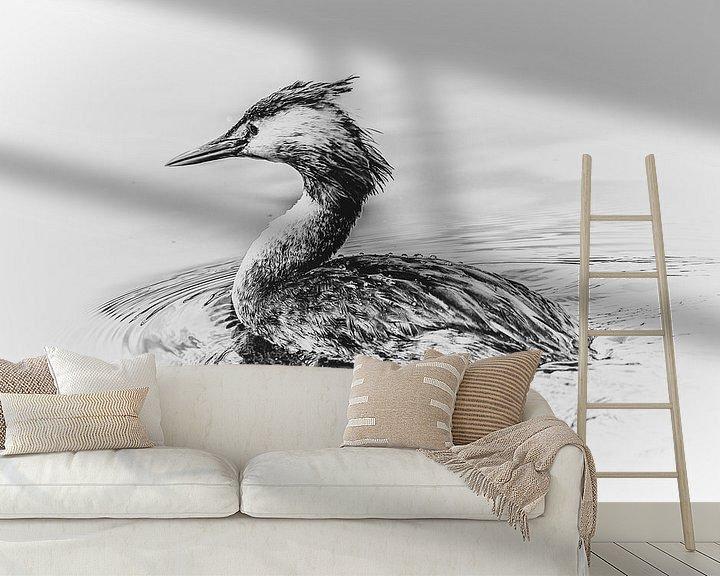 Sfeerimpressie behang: Fuut (zwart-wit) van Fotografie Jeronimo