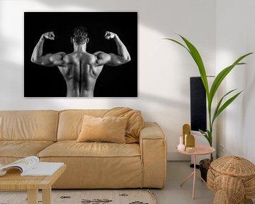 Bodybuilder in Schwarz-Weiß von Art By Dominic