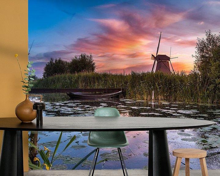 Sfeerimpressie behang: Zonsopkomst Kinderdijk 9 van Henk Smit