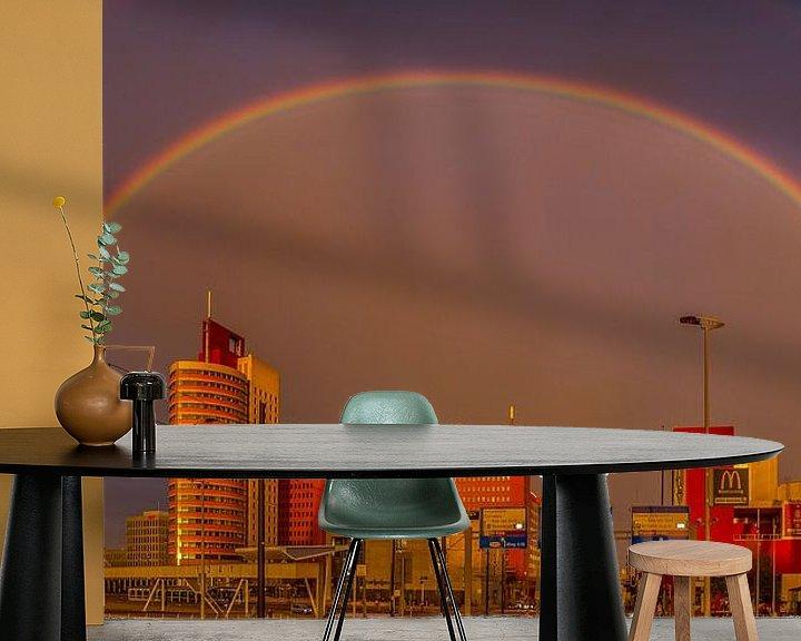 Sfeerimpressie behang: Rainbow over the city van Robert Stienstra