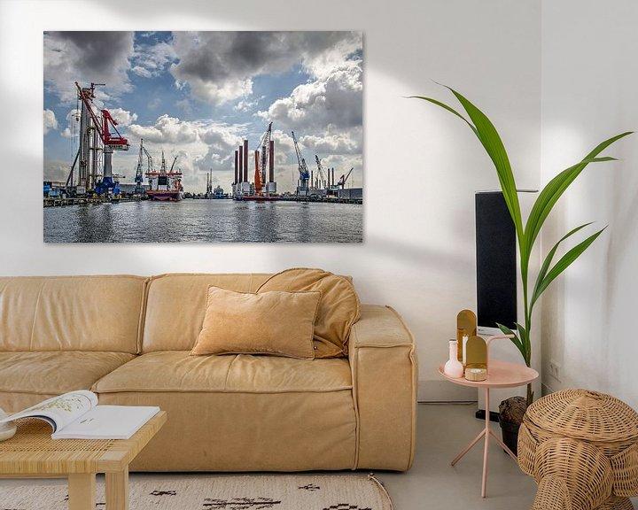 Sfeerimpressie: Schiedam, wolken, schepen en kranen van Frans Blok