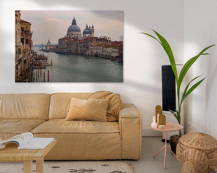 Sfeerimpressie: grand canal Venetie van Mark Lenoire
