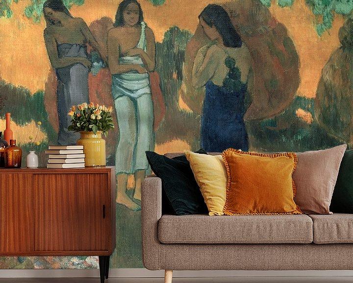 Beispiel fototapete: Drei tahitianische Frauen vor gelbem Hintergrund, Paul Gauguin
