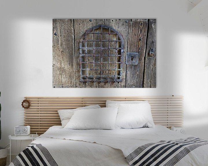 Sfeerimpressie: Oude houten poort van RK