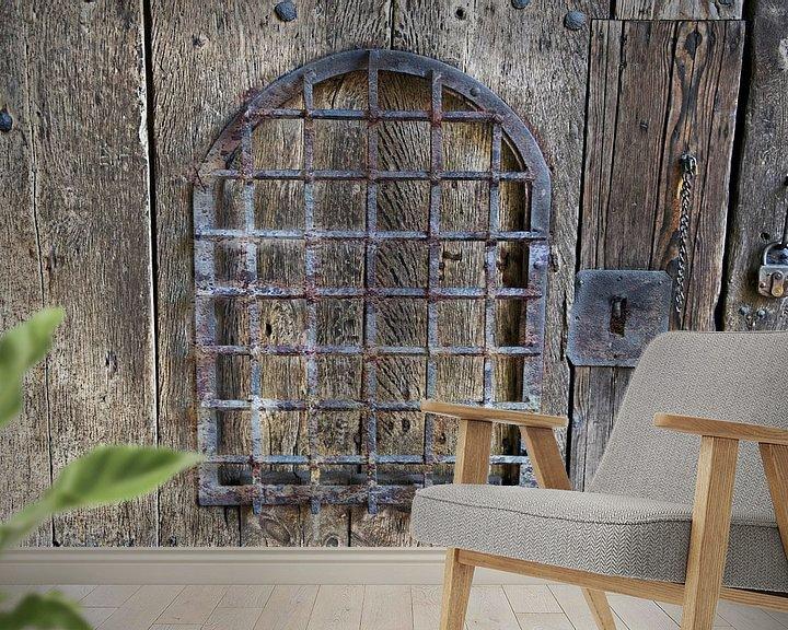 Sfeerimpressie behang: Oude houten poort van RK
