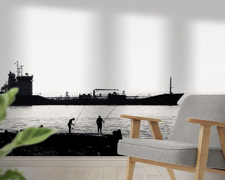 Sfeerimpressie behang: Vissers op de pier bij Vlissingen (silhouet) van Fotografie Jeronimo
