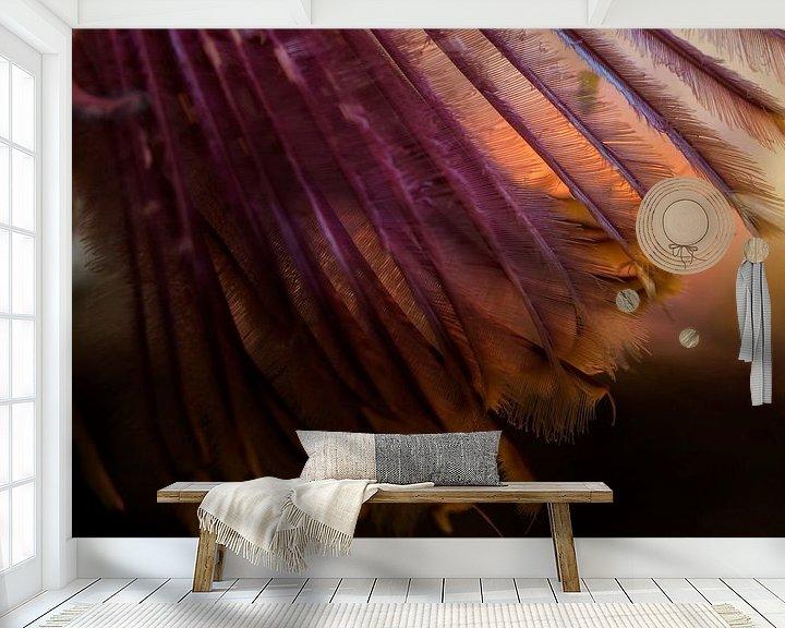 Sfeerimpressie behang: De verenpracht van de Sabella pavonina van Enak Cortebeeck