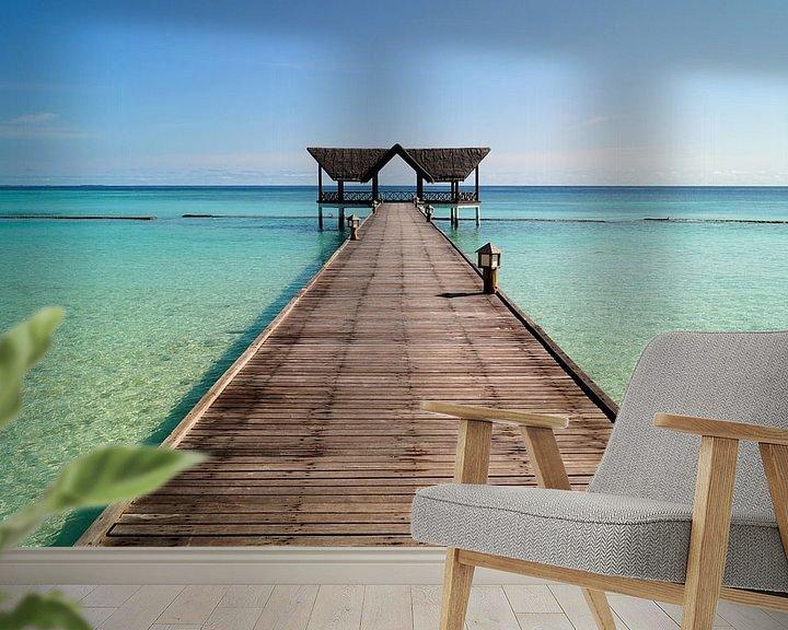 Sfeerimpressie behang: Strand en pier op de Maldieven van Atelier Liesjes
