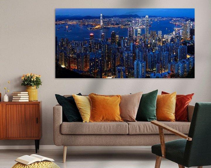Sfeerimpressie: Skyline van Hong Kong in de avond van Atelier Liesjes