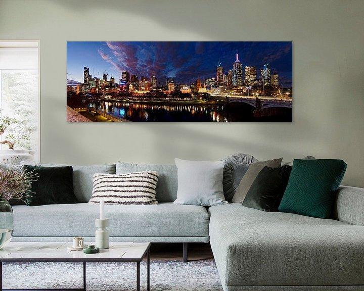 Sfeerimpressie: Melbourne skyline in de avond van Atelier Liesjes