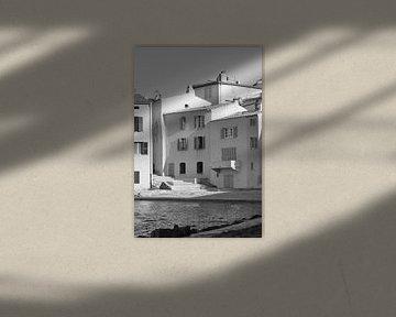 Huizen aan zee in Saint-Tropez van Tom Vandenhende