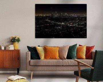 Uitzicht op Downtown Los Angeles by night van Easycopters