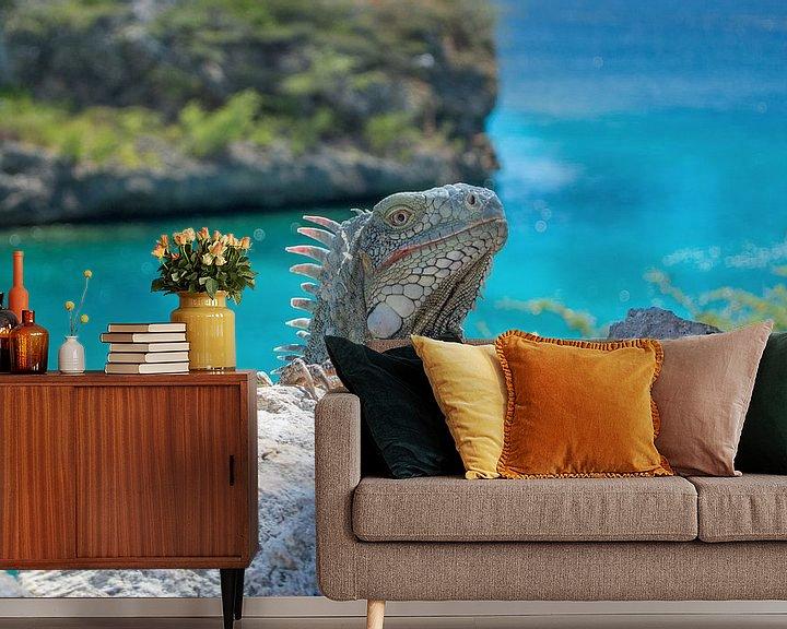 Sfeerimpressie behang: Iguana @ Playa Lagun Curaçao van Maikel van Willegen Photography