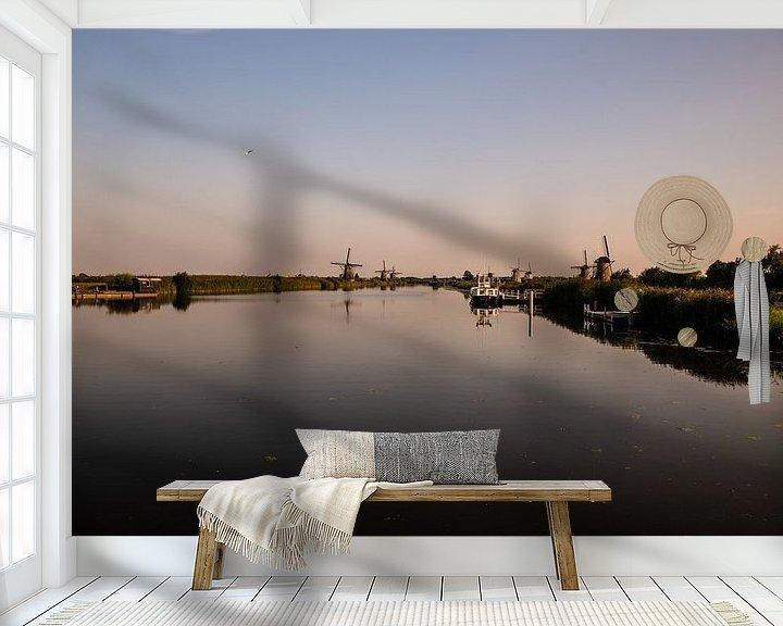 Sfeerimpressie behang: Kinderdijk bij Avondlicht. van Brian Morgan