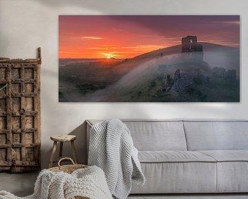 Zonsopkomst Corfe Castle, Dorset, Engeland van Henk Meijer Photography